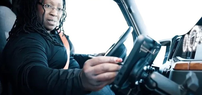 Lawmakers aim to ease driver shortage with women in trucking workforce bill
